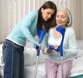 Перелом шейки бедра у пожилых. Симптомы, причины и лечение ...
